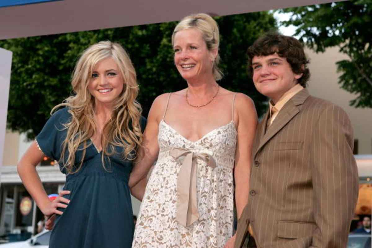 Ryan with mother and sister